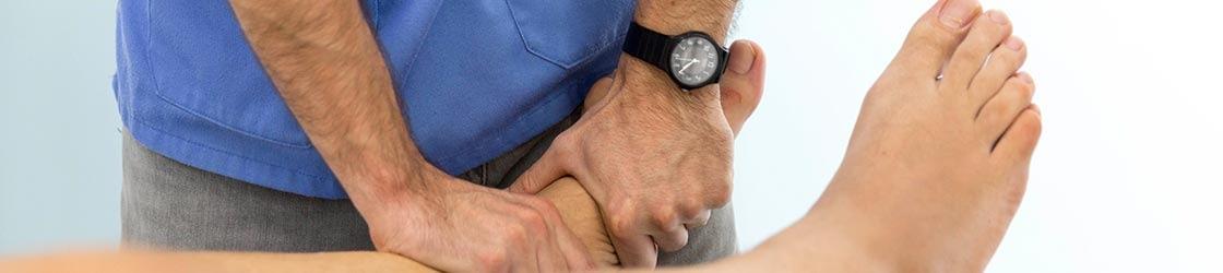 Un fisioterapeuta puede ayudarte a aliviar el dolor de huesos y articulaciones.